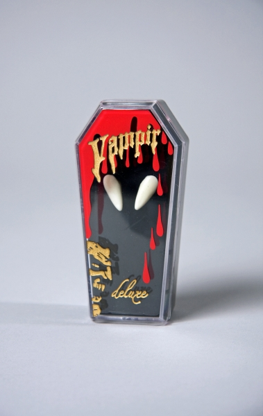 1 pair of vampire<br> fangs in a coffin,<br>with adhesive
